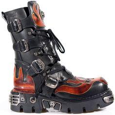 Schwarze New Rock Stiefel mit roten Dämonen-Flammen-Verzierungen, Reißverschluss, Schnürung, 4 Schnallen und Reactorsohle mit Metallbeschlägen aus der New Rock Reactor Collection.