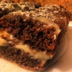 """Crazy Cake - это американский пирог, в переводе звучит как """"Сумасшедший торт (пирог)"""". Его придумали в США в период дефицита. Данный пирог имеет необыкновенный вкус, несмотря на свой простой состав. В нём отсутствует масло, но блюдо совершенно не уступает по вкусовым качествам тортам, которые в ..."""