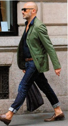 Comment porter un blazer vert tenues) Older Mens Fashion, Old Man Fashion, Mode Masculine, Stylish Men, Men Casual, Casual Jeans, Bald Men Style, Mode Man, Moda Formal
