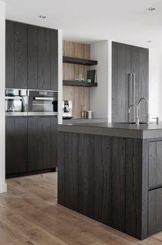 Zwarte houten keuken | Kom binnenkijken | Van Galen Keuken & Bad Kitchen Furniture, Kitchen Decor, Timber Kitchen, Hidden Kitchen, Interior Design Kitchen, Home Kitchens, Functional Kitchen, Rustic Interiors, Kitchen Cabinets