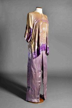 Pijama xinès de Tórtola Valencia per a Danza china Data: 1922 ca.  MAE: I 165 Registre 252520 Tipologia: Col·lecció Indumentària Espectacle: Danza china. [Dansa] Escena Digital: http://colleccions.cdmae.cat/catalog/bdam:252520