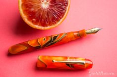 An orang fountain pen for the ages! The Edison Collier Persimmon Swirl fountain pen is a great-writing fountain pen. Pin for later.