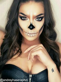 Looking for for inspiration for your Halloween make-up? Browse around this website for creepy Halloween makeup looks. Creepy Halloween Makeup, Pretty Halloween, Halloween Halloween, Sugar Skull Halloween Makeup, Simple Halloween Makeup, Halloween Costumes, Vintage Halloween, Helloween Make Up, Dead Makeup
