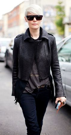 LE FASHION BLOG FASHION WEEK EDITOR STREET STYLE KATE LANPHEAR ELLE BLACK FLAT BROW SUNGLASSES BUBBLE TEXTURE TEXTURED LEATHER JACKET VINTAGE TEE TSHIRT SKINNY DENIM STUDDED BELT CAMEO COCKTAIL RING VIA HARPERS BAZAAR