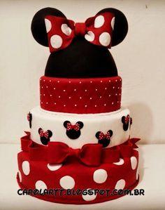 Carol'art Minni Mouse Cake, Bolo Do Mickey Mouse, Mickey And Minnie Cake, Bolo Minnie, Mickey Cakes, Mickey Party, Minnie Mouse Birthday Decorations, Mickey Mouse Birthday, Fake Cake