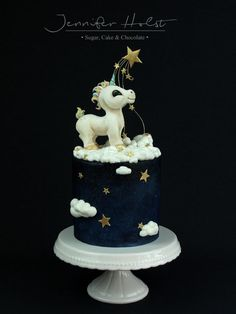 Hello everyone, my laste creation: an unicorn cake. Everythings edible, short of strand of shooting star (florisitc wire). The baby unicorn is made with mixture of modelling chocolate and fondant. All parts are coloured with sponges and brushes,...