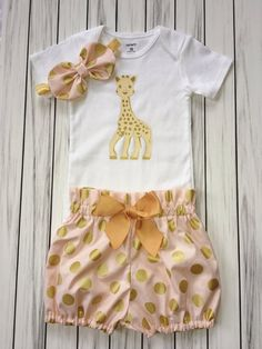 Girls Birthday Onesie Outfit Bloomers Knot by sultrysplendor Giraffe Birthday Parties, 1st Birthday Onesie, Giraffe Party, New Birthday Cake, Cute Giraffe, Baby Girl First Birthday, Birthday Ideas, Cake Smash Outfit Girl, Safari Cakes