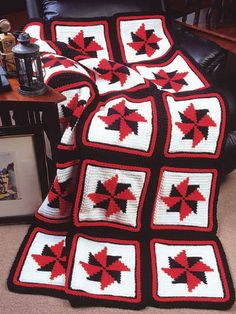 Pinwheel afghan, found on : http://www.free-crochet.com/detail.html?code=FC00035_id=302
