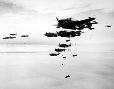 273 Black and White WWII Photos (32 photos)