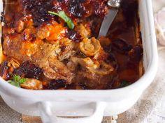Karkowka-zapiekana-majonezem-i-grzybam-Pork-neck-baked-with-mushrooms-and-mayonaisse Tasty Dishes, Chili, Stuffed Mushrooms, Pork, Beef, Dinner, Baking, Recipes, Meat