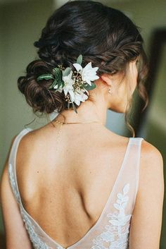 30 Unforgettable Wedding Hairstyles With Flowers ❤ See more: http://www.weddingforward.com/wedding-hairstyles-with-flowers/ #wedding #hairstyles #weddinghairstyles