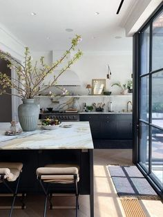 Home Interior Design .Home Interior Design Classic Kitchen, New Kitchen, Kitchen Decor, Kitchen Ideas, Rustic Kitchen, Kitchen Layout, Kitchen Trends, Parisian Kitchen, Kitchen Black