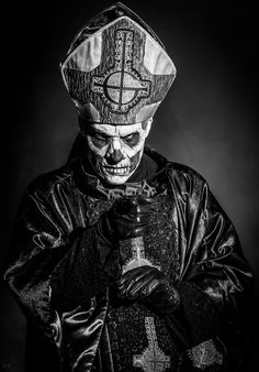- Almost a portrait! Band Ghost, Ghost Bc, Heavy Metal Art, Black Metal, Arte Horror, Horror Art, Gothic Horror, Bioshock, Ghost Papa Emeritus