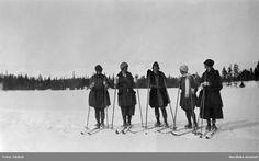Fem damer på skidor i Vålådalen 1924. Fotograf: Okänd Vintage, Damask, Vintage Comics