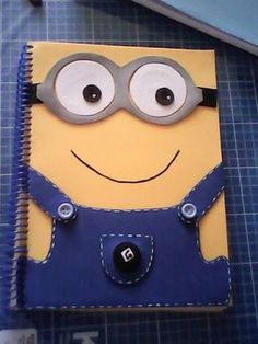 Kind cool and cute. Decorate Notebook, Diy Notebook, Notebook Covers, Foam Crafts, Diy And Crafts, Paper Crafts, Diy For Kids, Crafts For Kids, Minion Party