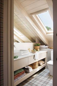 〚 Plaid wallpaper and industrial touches: mountain cottage in Spain 〛 ◾ Photos ◾Ideas◾ Design Loft Bathroom, Big Bathrooms, Small Bathroom, Rustic Bathrooms, Bathroom Storage, Design Loft, Modern Design, House Design, Design Design