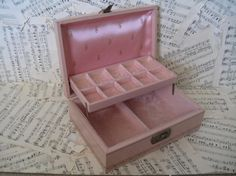 Vintage pink jewelry  box by scrappyjessi on Etsy, $22.00