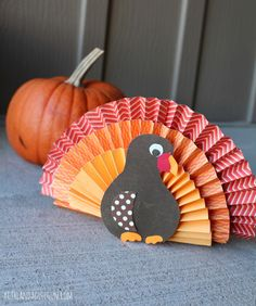 Paper Fan Turkey Craft. Get crafty with the family with these 15 Thanksgiving kids craft ideas on www.prettymyparty.com.
