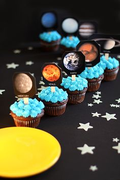 Easy Solar System Cupcakes - cooking lesson to tie into a space/planet lesson.  Sounds like a great plan to me!