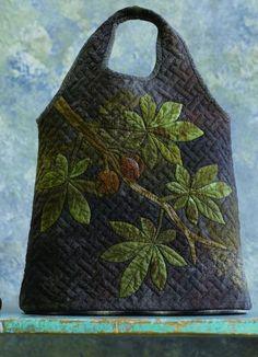 Blue bag - Yoko Saito& books in English - . Yoko Saito, Japanese Patchwork, Japanese Bag, Patchwork Bags, Quilted Handbags, Quilted Bag, Handmade Purses, Craft Bags, Fabric Bags