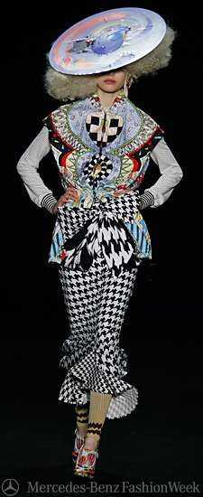 Eccentric Clown Gowns – Basso & Brooke At Berlin Fashion Week Source by Eccentric Style, Wild Fashion, Mens Fashion, Berlin Fashion, African Men Fashion, Wild Style, Have Some Fun, Art Forms, Hats For Women