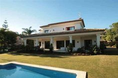 A little paradies - http://www.aiximmo.ch/property/a-little-paradies-2/- Villa - Detached, Nueva Andalucía, Costa del Sol.4 Bedrooms, 4 Bathrooms, Built 420 sqm, Terrace 60 sqm, Garden/Plot 1200 sqm.Setting : Beachside, Close To Golf, Close To Port, Close To Shops, Close To Schools.Orientation : East.Condition : Excellent.Pool : Private.Climate Control : Air Conditioning, Hot A/C, Cold A/C, Central Heating,