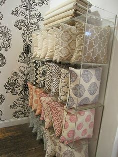 Lucite Bookcase to store pillows for different seasons, or bedding. Showroom Interior Design, Boutique Interior, Acrylic Furniture, Diy Furniture, Furniture Store Display, Shop Interiors, Home Decor Store, Retail Design, Cushion Covers