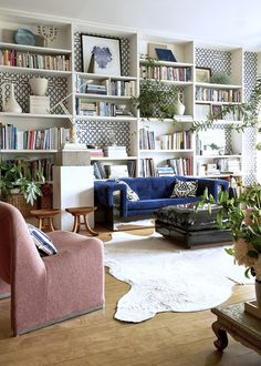 Interior stylist Olga Naiman has turned her Brooklyn apartment into a wonderland of texture and color—including the kids' rooms. Rugs In Living Room, Living Room Furniture, Living Room Decor, Room Rugs, Luxury Home Decor, Luxury Homes, Modern Chic Decor, Rustic Modern, Apartment Interior Design