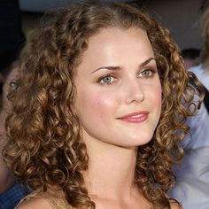 11 Celebs Who Should Wear Their Hair Curly More Often Curly Hair Cuts, Long Curly Hair, Curly Hair Styles, Keri Russell Hair, Curly Hair Celebrities, Celebrity Long Hair, Best Long Haircuts, Ugly Hair, Beach Hair