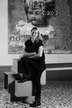 Patricia Urquiola designer nait à 1961 à Oviedo en Espagne . Patricia étudie l'architecture à Madrid, puis à Milan à l'Institut polytecnica. Achille Castiglioni devient son maître, Il persuade Patricia que le design n'est pas moins attractif que l'architecture et offre plus d'espace pour la création. En 1991, Patricia devient directrice du développement produits de la société De Padova,
