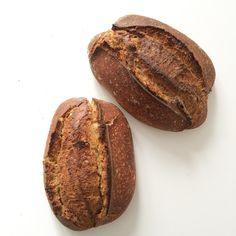 El pan de espelta y los mejorantes panarios / panencasa.es Bread, Food, Spelt Bread, Artisan, Breads, Homemade, Meal, Brot, Eten