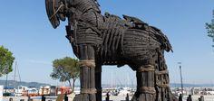 بسم الله الرحمن الرحيم   ما هو حصان طروادة      حصان طروادة هو ذاك الحصان الخشبي الذي يعتبر الحيلة الأكبر حول العالم، والذي تمّ ذكره ضمن أ...