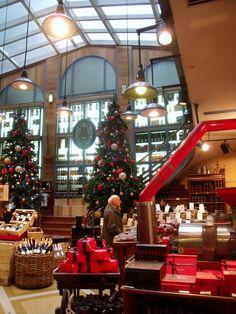 Hediard's shop, Place de la Madeleine, France, décembre 2011