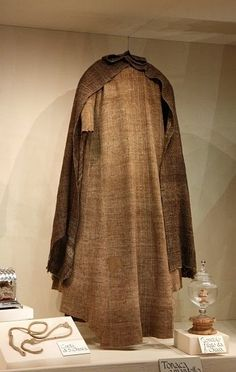 """OP: """"Saint Clare Of Assisi - tunic and mantle displayed. I saw this in Assisi & was amazed at how big & heavy it is. Francis Of Assisi, St Francis, Medieval Clothing, Historical Clothing, Medieval Cloak, Medieval Life, Sainte Colette, Ste Claire, Saint Claire"""