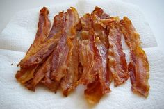 This illustrated tutorial will show you how easy it is to make perfectly crispy bacon in the oven. And wait till you see Step —: Drain Bacon on Paper Towels How To Fry Bacon, Paleo Recipes, Great Recipes, My Favorite Food, Favorite Recipes, Favorite Things, Food Porn, Sweet N Sour Chicken, I Love Food