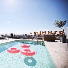 Pool days. ♡