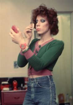 View Kenny putting on makeup by Nan Goldin on artnet. Browse more artworks Nan Goldin from Matthew Marks Gallery. Nan Goldin Photography, Portrait Photography, Color Photography, Photography Ideas, Drag Queens, Chelsea, Grunge, Putting On Makeup, Terry Richardson