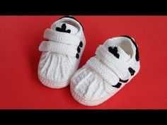 Booties Crochet, Crochet Baby Booties, Knit Crochet, Knitting Patterns, Crochet Patterns, Diy Bebe, Crochet Videos, Knitted Dolls, Baby Sweaters