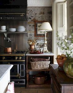 """31 Modern French Country Style Kitchen Decor Ideas That You Will Like - Do you love the curve of a graceful turned leg? Is button upholstery your passion? Is your favorite color """"toile""""? it's a pattern! English Country Kitchens, Country Kitchen Designs, French Kitchens, Kitchen Country, Farmhouse Kitchens, Modern Kitchens, Design Kitchen, French Country Farmhouse, French Country Decorating"""