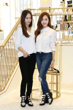 Jung sisters Krystal soojung and Jessica Krystal Jung, Jessica & Krystal, Snsd Fashion, Fashion Line, Daily Fashion, Basic Outfits, Korean Outfits, Jessica Jung Fashion, Kpop Mode