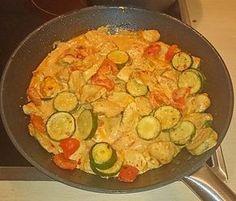 Hähnchengeschnetzeltes mit Paprika und Zucchini in Ajvar-Crème fraîche-Sauce…