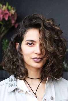 Long bob hairstyles for curly hair Hairstyles long curly bob hairstyles - Bob Hairstyles Curly Hair Bob Haircut, Wavy Bob Hairstyles, Long Bob Haircuts, Haircut Short, Wedding Hairstyles, Casual Hairstyles, Haircut Styles, Unique Hairstyles, Vintage Hairstyles