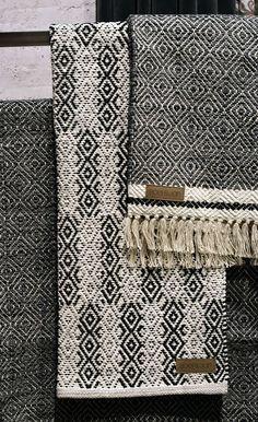 Hitta hem, als Idee Weaving Textiles, Textile Fabrics, Weaving Art, Loom Weaving, Hand Weaving, Weaving Designs, Weaving Projects, Weaving Patterns, Tear