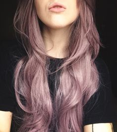 I'm glad so many of you are digging this lilac hair look! For more style, beauty. - Hair and beauty - Lilac Hair Hair Color Purple, Pink Color, Fun Hair Color, Purple Style, Green Hair, Blue Hair, Long Wavy Hair, Dye My Hair, Gold Hair