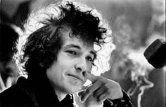 Listen to music from Bob Dylan like Like a Rolling Stone, Knockin' on Heaven's Door & more. Find the latest tracks, albums, and images from Bob Dylan. Bob Dylan Quotes, Bob Dylan Songs, Like A Rolling Stone, Rolling Stones, Jay Z, Citations De Bob Dylan, Eminem, Rock N Folk, Bob Dylan Covers