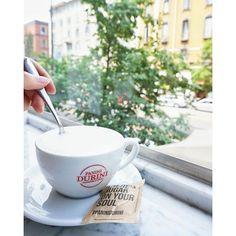 Buongiorno con un buon cappuccino chai di PaniniDurini e la vista su corso di Porta Vittoria  coffeecoffeecoffee