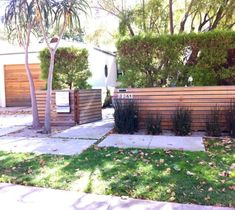 27 Amazing Modern Front Yard Privacy Fence Ideas - Page 11 of 29 Modern Front Yard, Front Yard Design, Front Yard Fence, Modern Fence, Fence Design, Garden Design, Modern Backyard, Front Yards, Front Porch
