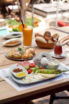 Çaylarınız demlendi, ekmekler fırında, reçeller daha dün kaynatıldı! Kirpi Cafe #MaltepePark'ta. #HayatMaltepeParkta