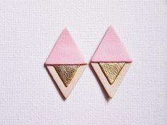 Boucles d'oreille losange en cuir tricolore rose, doré et beige : Boucles d'oreille par les-bijoux-de-circe