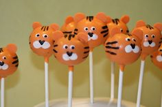 Natalie's Cake Pops: What's New in Natalie's Kitchen Tiger Cupcakes, Tiger Cookies, Tiger Cake, Jungle Cake Pops, Zoo Da Zu, Animal Cake Pops, Graduation Party Desserts, Daniel Tiger Birthday, Safari Party